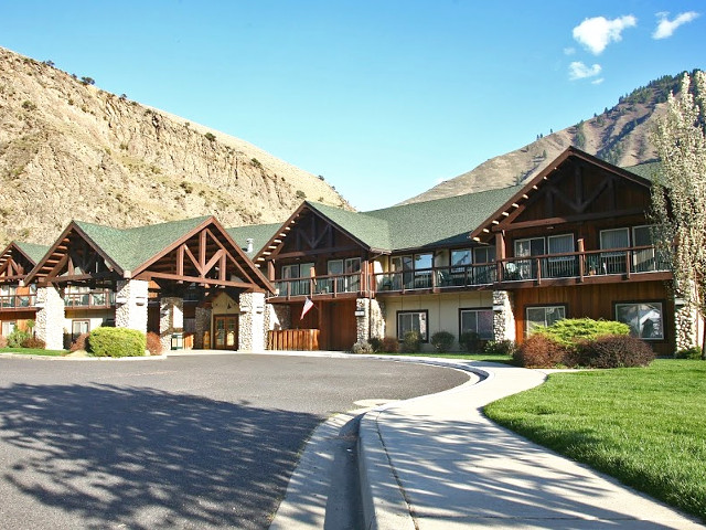 Salmon Rapids Lodge in Riggins, Idaho.