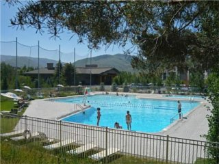 10 ridge lodging units in sun valley idaho 1 800 84 idaho for Sun valley idaho swimming pool