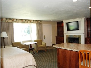 King Suite w/Fireplace & Spa