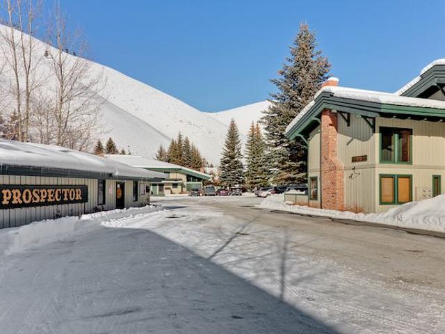 Prospector vacation rental property