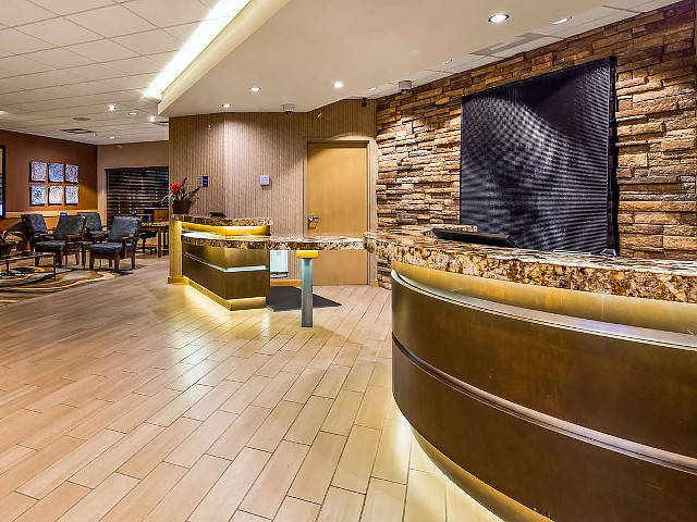 Front Desk/Lobby